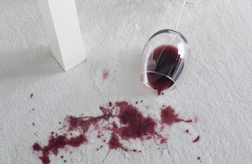 macchia vino rosso.jpg